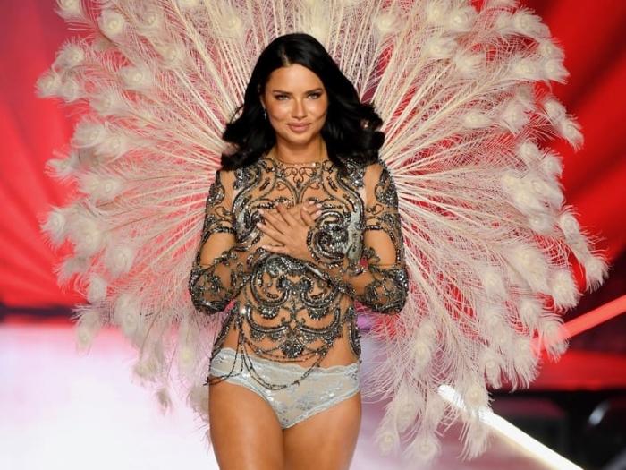 Одна из ангелов Victoria's Secret.