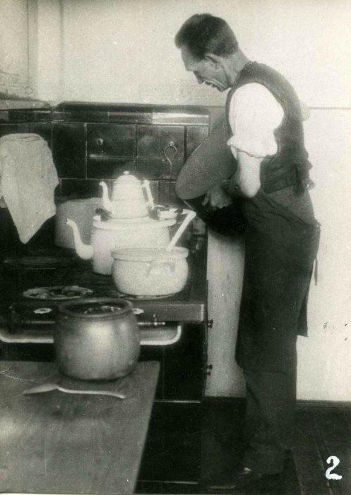 Бывший командующий 10-м уланским полком, в эмиграции работающий кухонным работником.
