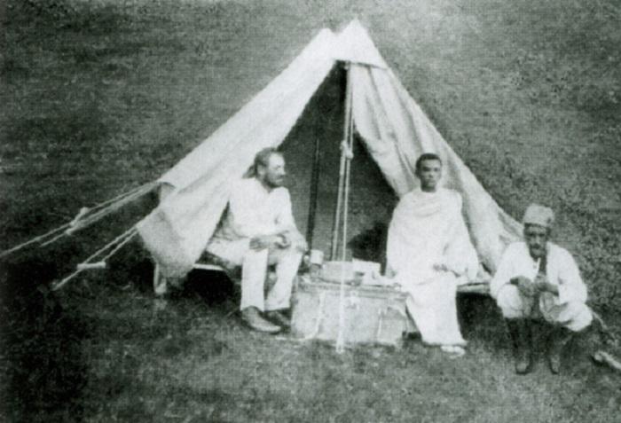 Гумилев с Сверчковым в Африке, в 1913 году.