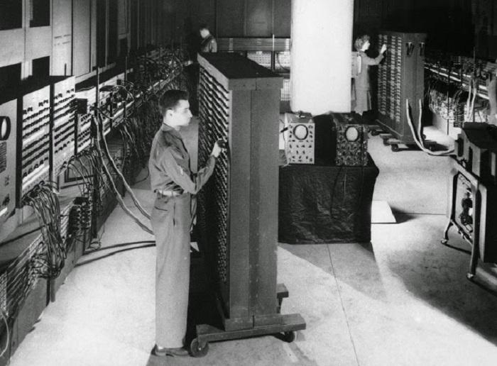 Первый электронный цифровой вычислитель общего назначения.