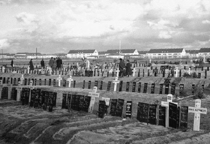 Кладбище, на котором похоронены заключённые концентрационного лагеря Берген-Бельзен.