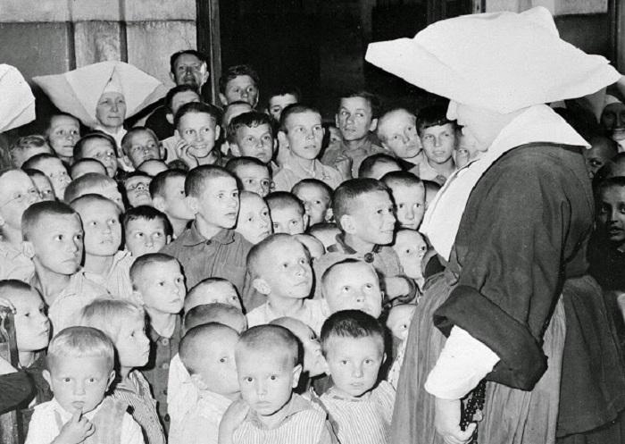 Дети-сироты, которые находятся на попечении Польского Красного Креста.