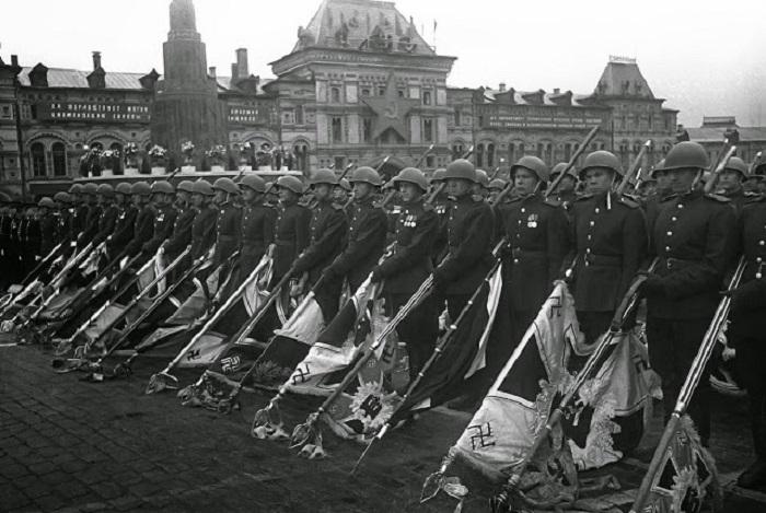 Парад войск Красной армии на Красной площади Москвы 24 июня 1945 года.