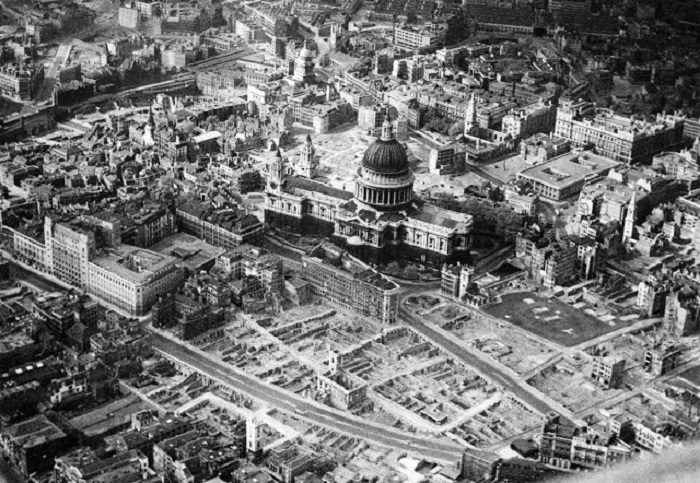 Во время немецких бомбардировок Второй собор Святого Павла остался невредимым.