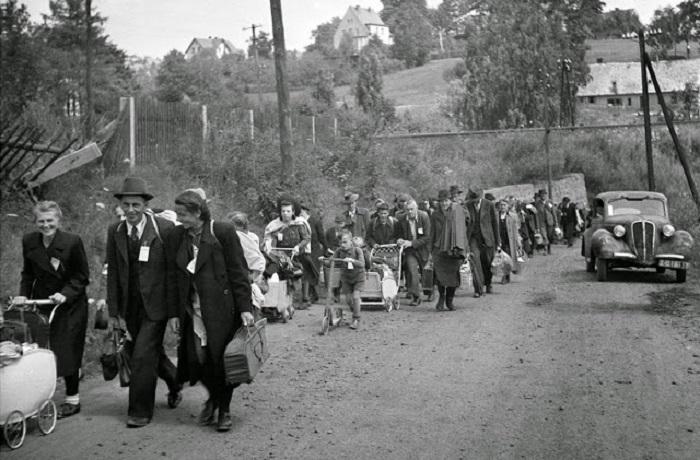Эвакуация населения в район железнодорожного вокзала в Либереце.