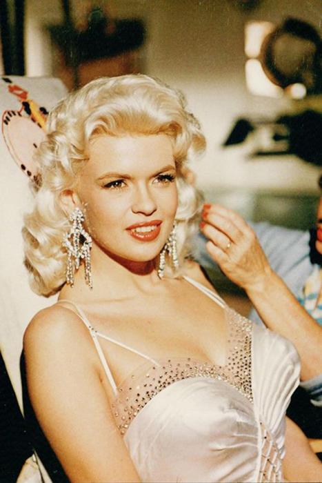 Наряду с Мэрилин Монро была одним из секс-символов 1950-х годов.