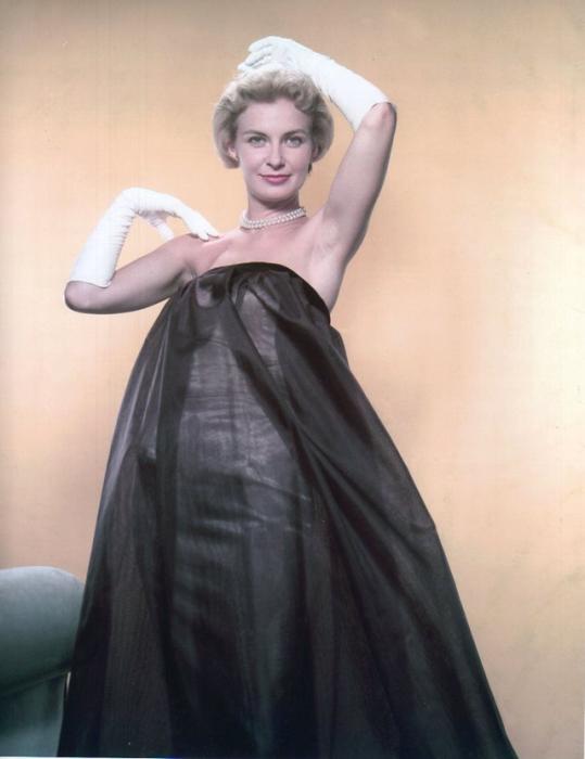 Первая актриса, которая была удостоена звезды на Голливудской аллее славы.