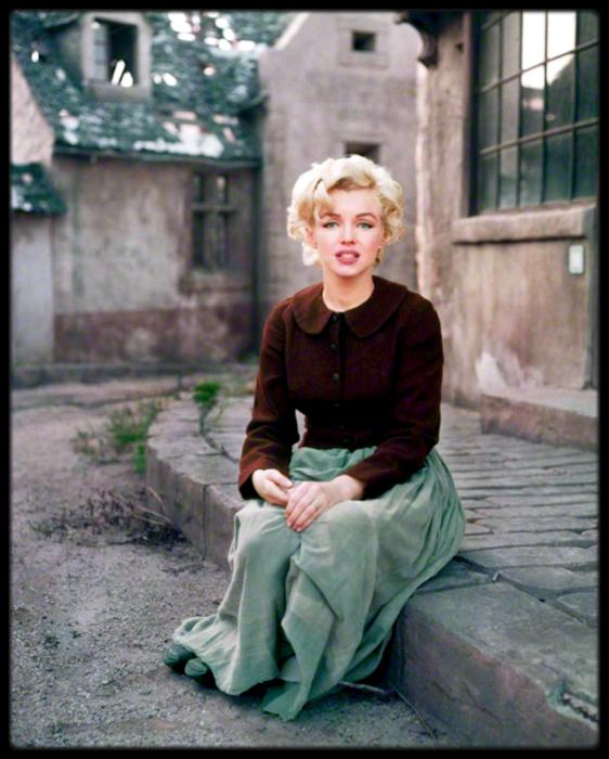 Культовый образ кинематографа, секс-символ 50-х годов и модель.