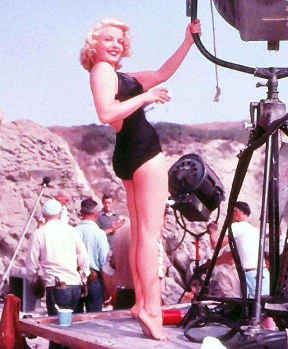 Американская актриса, которая дебютировала в кино в 1948 году.