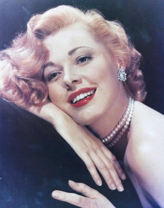 Американская актриса и обладательница титула «Женщины с тысячей лиц».