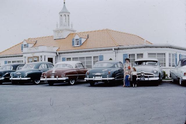 Маленький городишка в штате Северо-Восточного Центра. США, Индиана, 1951 год.