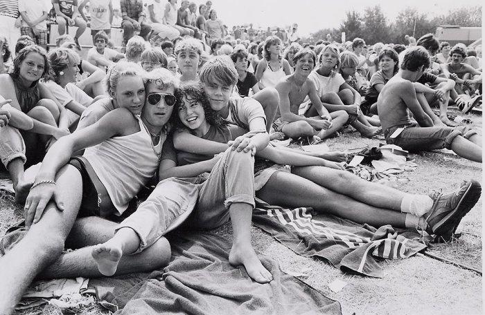 Молодёжь на выступлении рок-группы «Витесс», 1984 год.