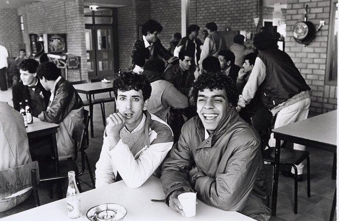 Студенты из Марокко в столовой футбольного клуба International в 1984 году.