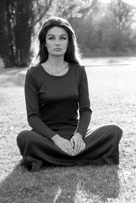 Великолепная Анук Эме на фотографии Анджело Фронтони.