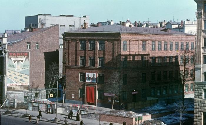 Здания возле американского посольства на улице Чайковского. СССР, Москва.