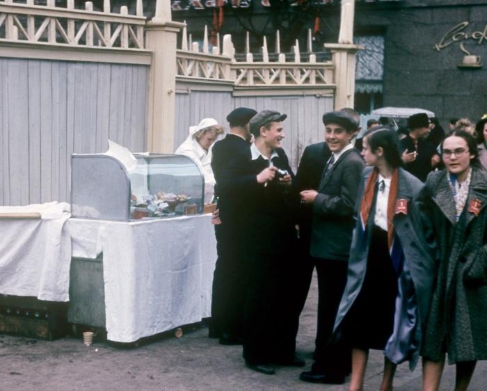 Продажа выпечки на «День великого праздника рабочих всего мира».
