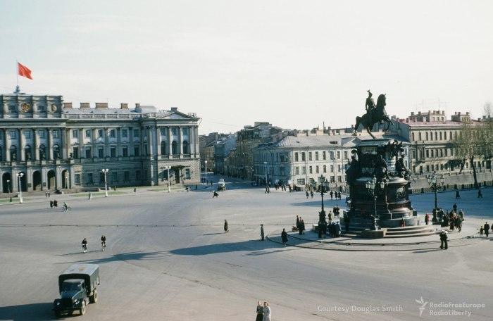 Памятник Николаю I установленный на Исаакиевской площади.