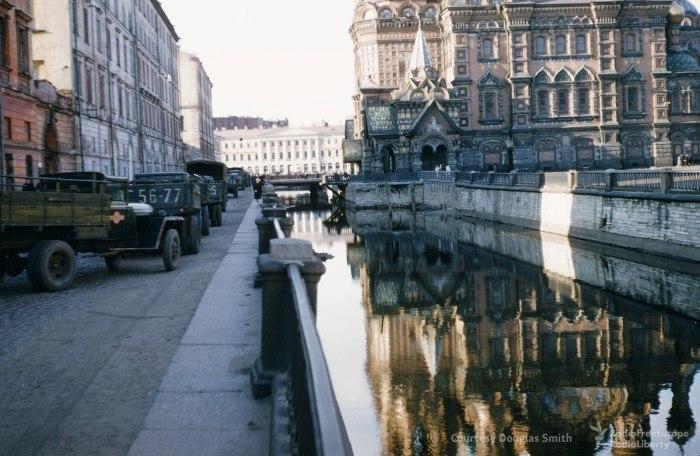 Канал Грибоедова с видом на Храм Спаса на Крови в Ленинграде.