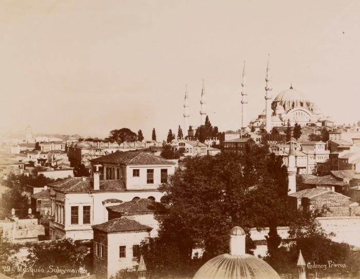 Мечеть, которая была построена по приказу турецкого султана Сулеймана I Великолепного.