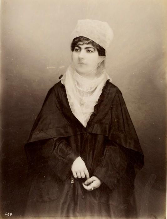 Портретная фотография турецкой женщины, сделанная в 1860-х годах.