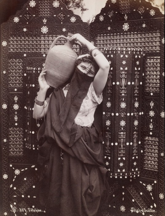 Девушка, танцующая феллахи, 1883 году.