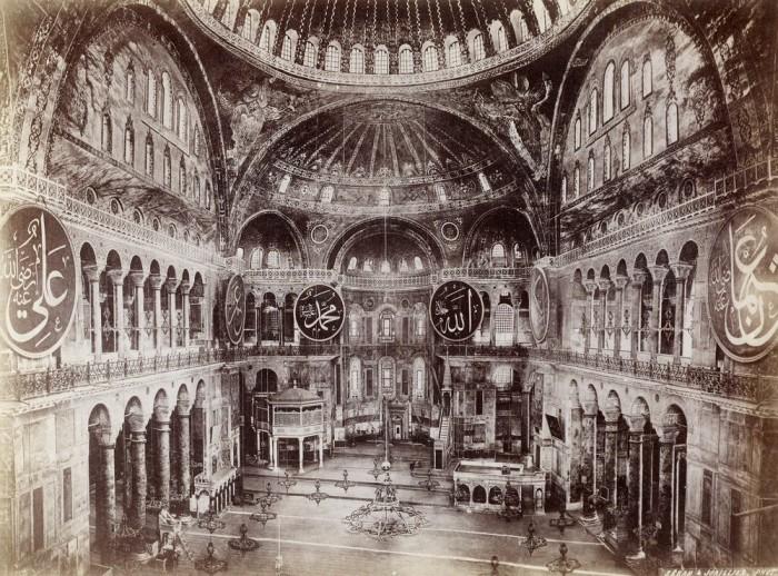 Всемирно известный памятник византийского зодчества.