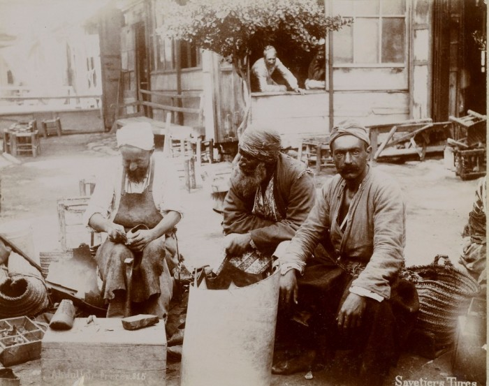 Турецкие извозчики. Константинополь, 1880-е годы.