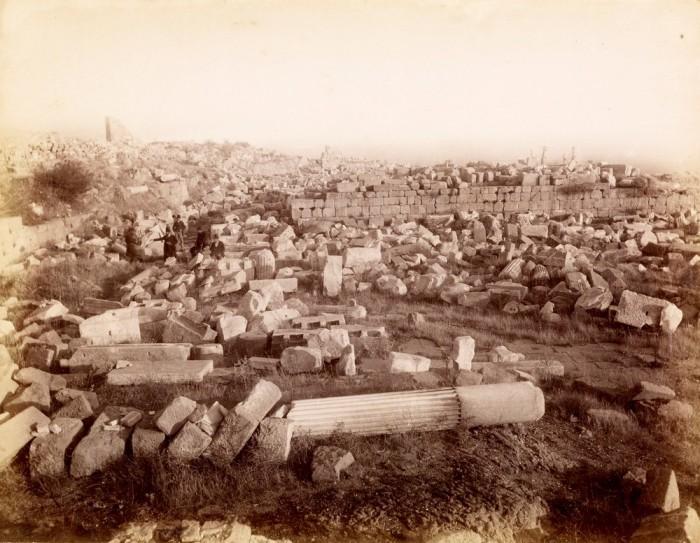 Руины небольшого городка Турецкой провинции Измир.