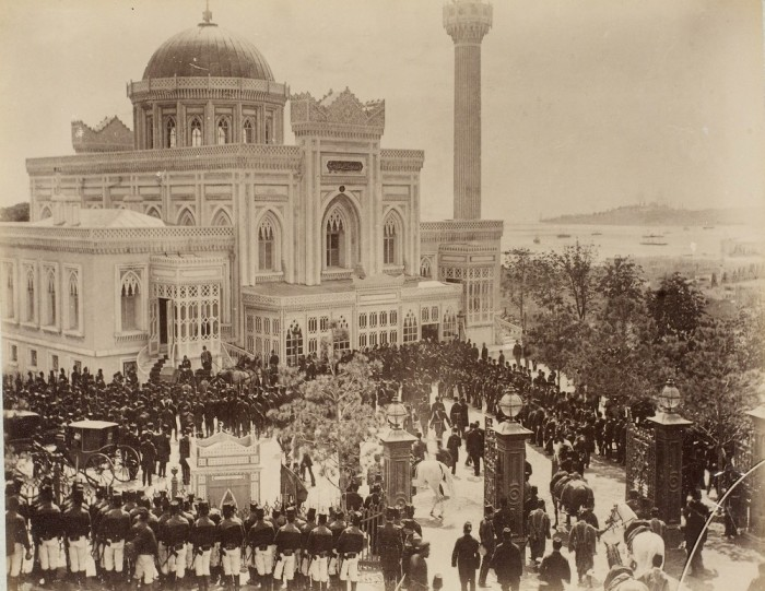 Торжественное шествие султана в мечеть.