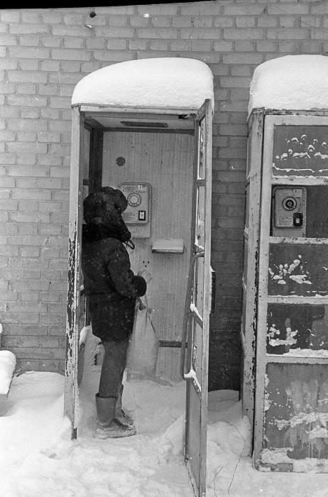Классический советский уличный телефонный аппарат общего пользования.
