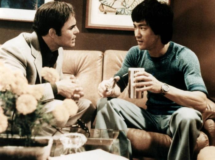 Брюс Ли со своим другом Джоном Сэксоном во время съемок фильма Выход дракона.