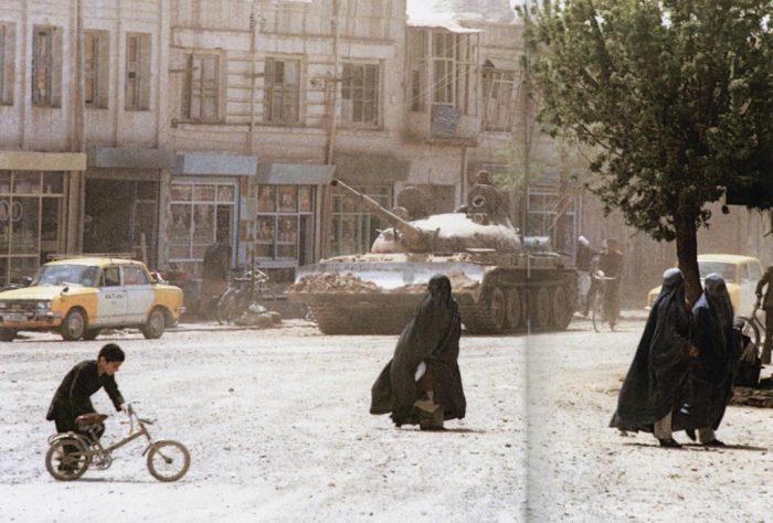 Центр города на северо-западе Афганистана в долине реки Герируд.