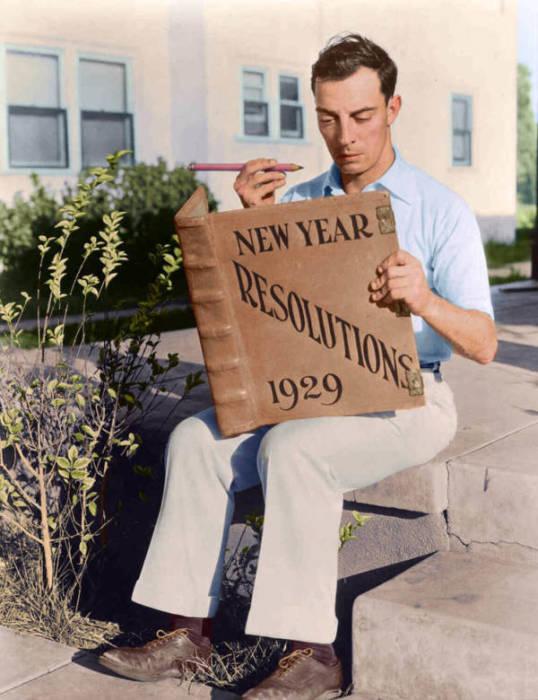 Бастер Китон читает принятую в 1929 году резолюцию.