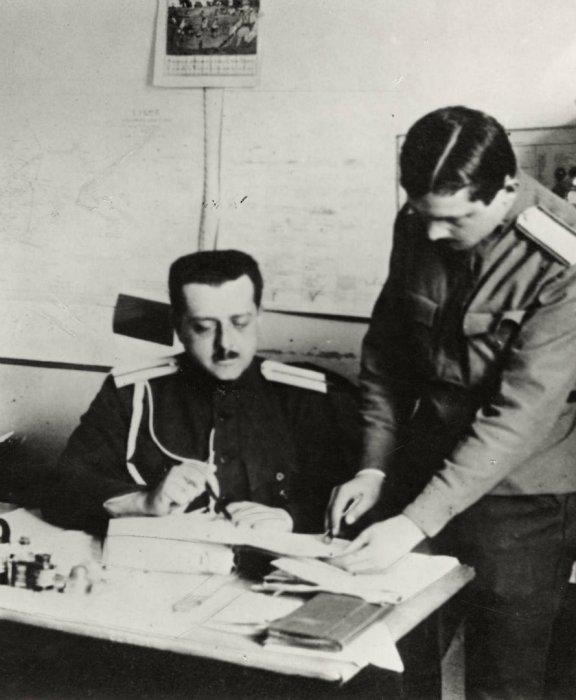 Барон фон Руктешель до революции 1917 года служивший капитаном гвардейского полка.