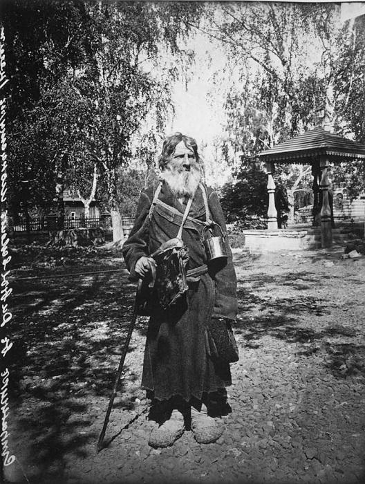 Странник в Серафимо-Дивеевском женском монастыре, 1904 год.