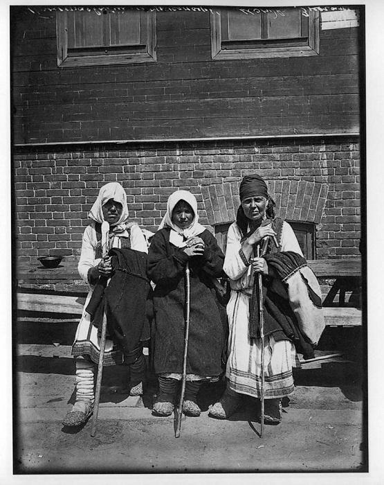 Богомолки в Серафимо-Понетаевском женском монастыре, 1904 год.