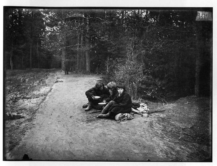 Странники на пути в Саровский мужской монастырь.