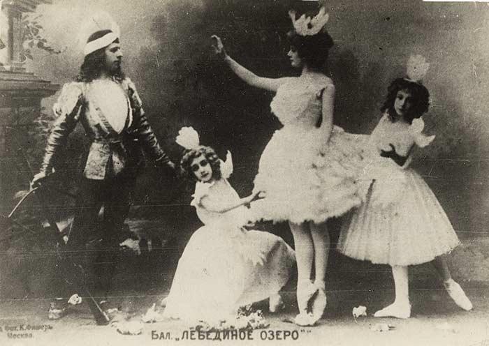 На сцене Большого театра состоялась премьера балета Чайковского «Лебединое озеро», 4 марта 1877 год.