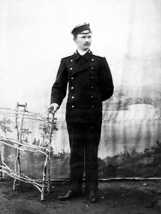 Коллежский регистратор — низший гражданский чин 14-го класса в Табели о рангах в России XVIII — XIX веков.
