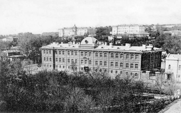 Здание I-ой женской гимназии.