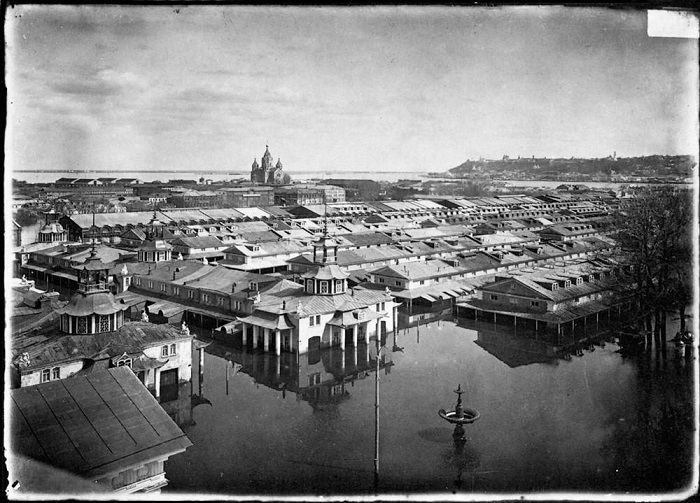 Вид ярмарки со Спасского Староярмарочного собора, 1896 год.
