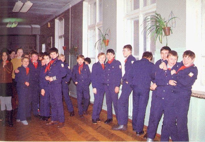Група школярів під час великої перерви між уроками.