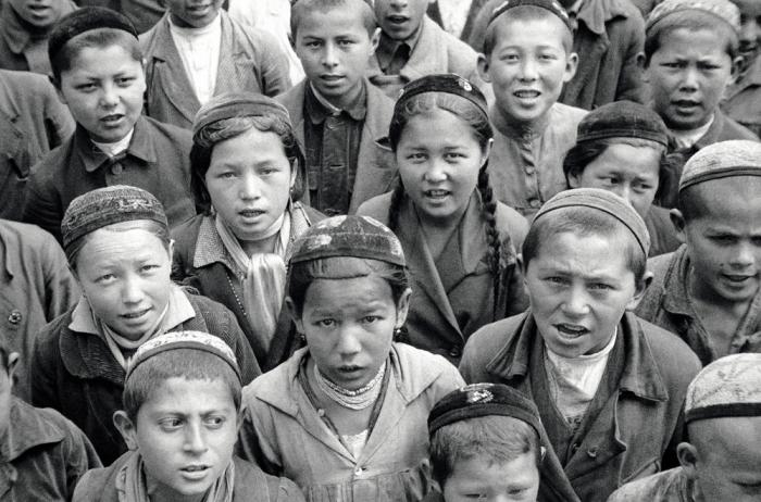 Группа школьников младших классов. Фото: Max Penson.