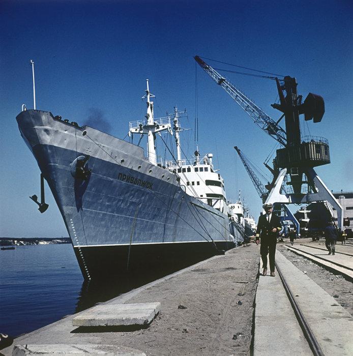 Капитан корабля «Приволжск» в торговом порту. Литва, Клайпеды, 1966 год.