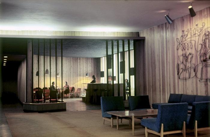 В вестибюле. Клайпедский уезд, Неринга, 1969 год.