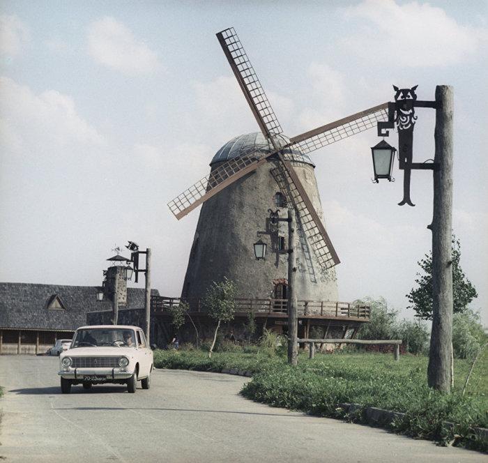 Старинная мельница построена в 1905 году.