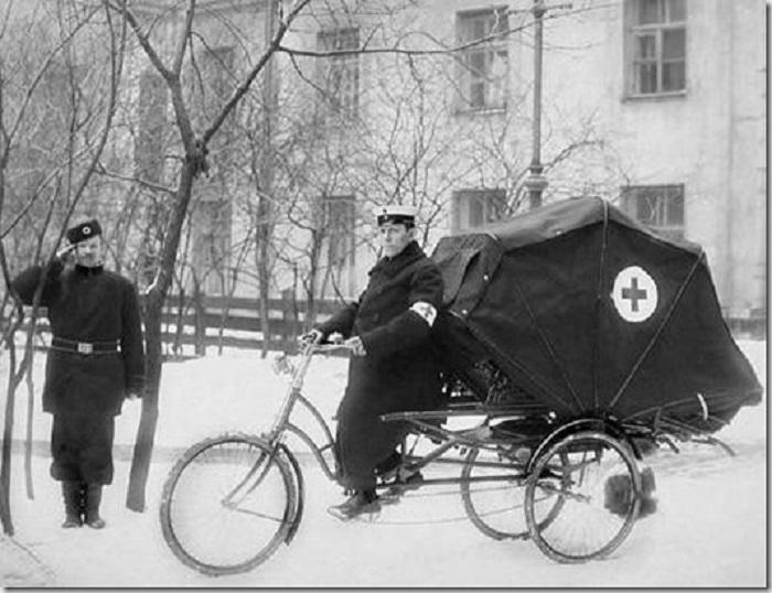 Велокарета скорой помощи в начале XX века.