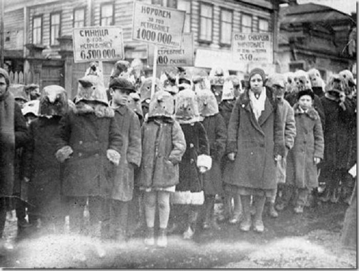Демонстрация в защиту полезных птиц в 1934 году.
