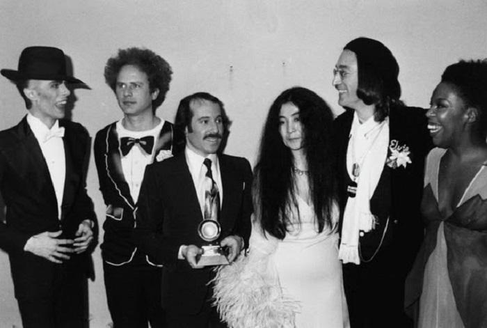 Дэвид Боуи, Арт Гарфанкел, Пол Саймон, Йоко Оно, Джон Леннон и Роберта Флэк.