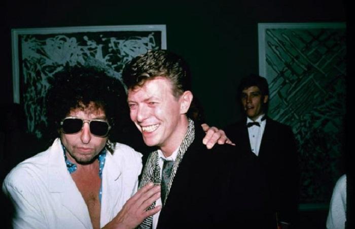 Британский рок-певец и один из самых влиятельных фигур в поп-музыке.